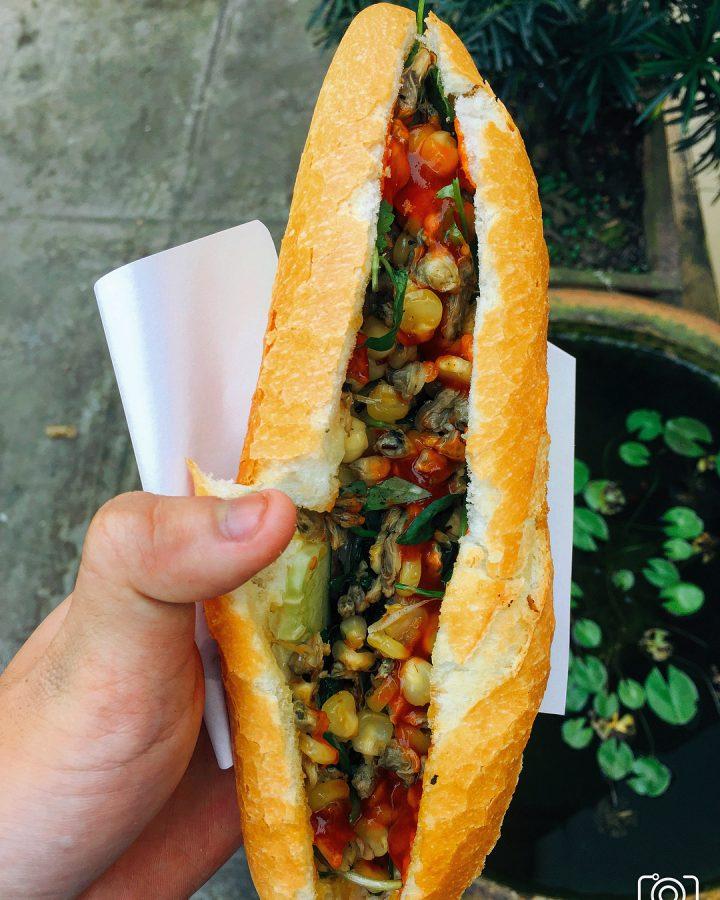 Bánh mì hến – Độc đáo ẩm thực xứ Huế