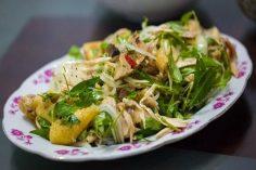 Gà bóp rau răm – Món ăn trứ danh của người Huế