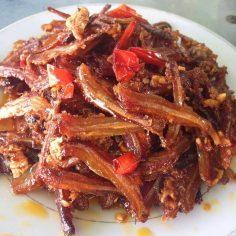 """Cá cơm rim – Món ăn """" tốn cơm"""" của người Huế"""