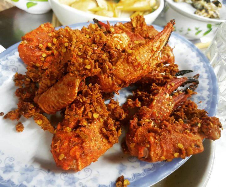 Càng ghẹ rang muối – Món ăn làm điên đảo giới trẻ xứ Huế